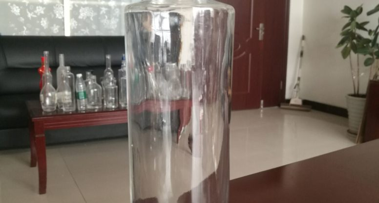 750ml clear glass vodka liquor bottle